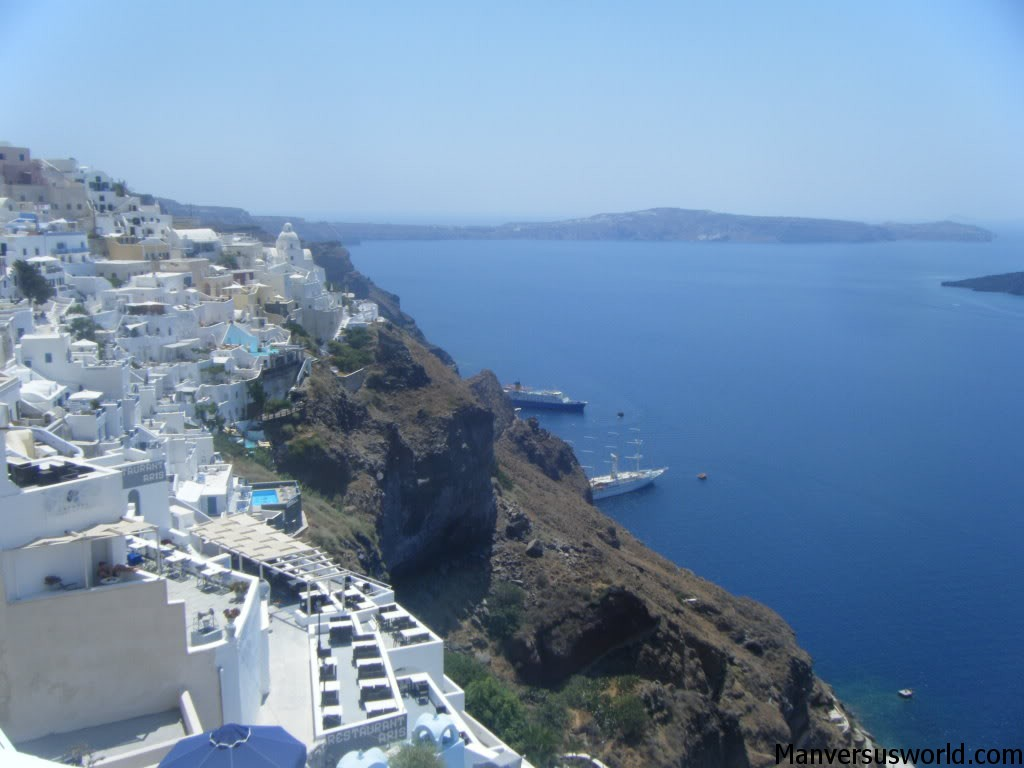 A spectacular view from Santorini's cliffs