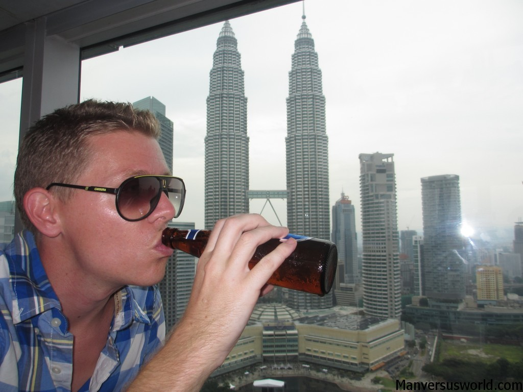 I have a beer at Sky Bar, ovelooking the Petronas Towers