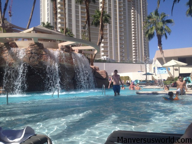 Las vegas hotels mgm grand vs paris vs planet hollywood man vs world - Las vegas swimming pools ...