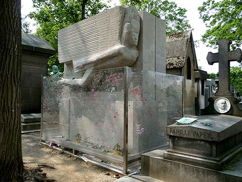 5 famous people buried in the Père-Lachaise Cemetery in Paris