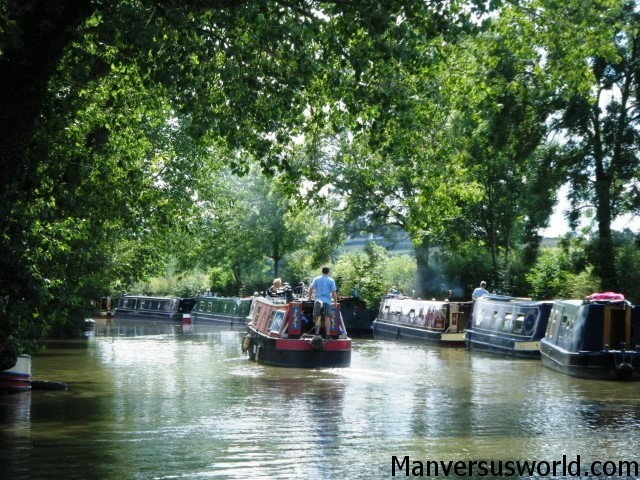 Canal cruising from Rugby to Warwick in a narrowboat