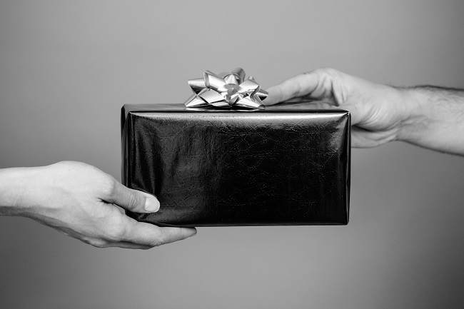 3 Psychology Tips for Better Gift Giving